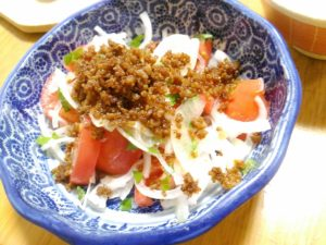 サラダ カリカリ豚ひき肉